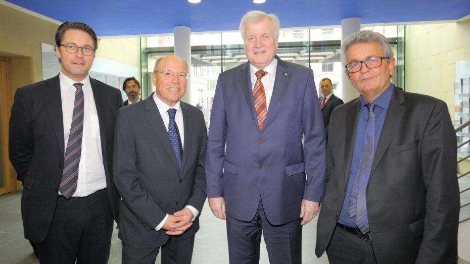 Tagten gemeinsam: CSU-Generalsekretär Andreas Scheuer, vbw-Präsident Alfred Gaffal, CSU-Chef Horst Seehofer und vbw-Hauptgeschäftsführer Bertram Brossardt. (Foto: vbw)