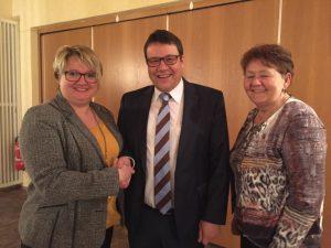 Die Frauen Union Wackersdorf gratuliert Bürgermeister Thomas Falter zur Wiederwahl. (Foto: FU Wackersdorf)