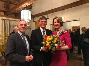 MdB Anja Weisgerber gratuliert Ulrich Werner zur gewonnenen Bürgermeisterwahl in Bergrheinfeld. (Foto: A. Weisgerber)