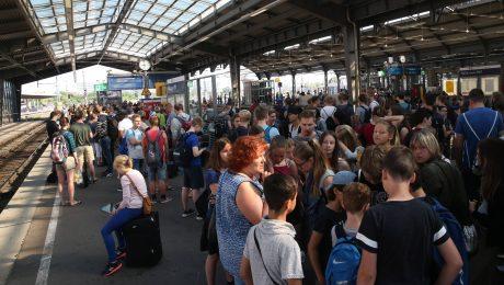 Linksextreme attackieren Bahnlinien