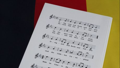 Die gegenderte Nationalhymne