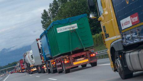 Scheuer kritisiert Blockabfertigungen