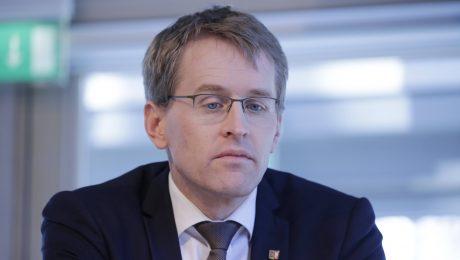 """""""Spurwechsel"""" bringt Günther auf den Holzweg"""