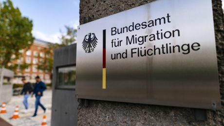 Lindholz fordert längere Frist für Prüfung von Asylfällen