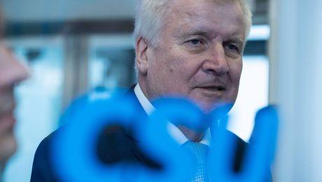 Seehofer tritt als CSU-Chef zurück