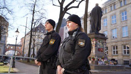 Polizeiaufbau auf vollen Touren