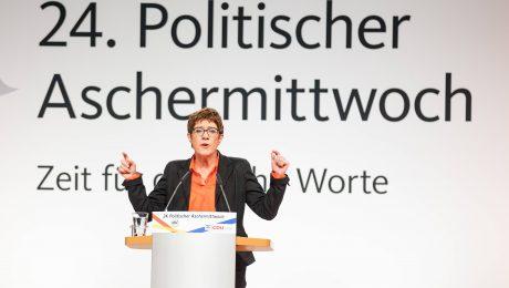 AKK attackiert die SPD
